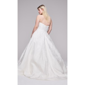 A-Line Sweetheart-Neck Sweep/Brush Train Lace Plus Size Wedding Dress Plu0111